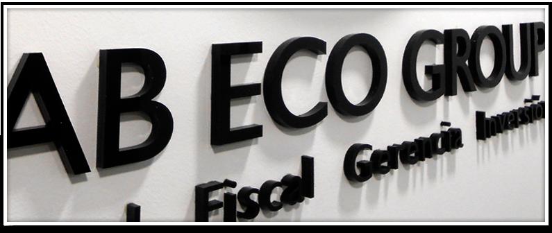Otros servicios AB ECO. Letras en relieve sobre pared del nombre de la empresa